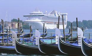 Paquebot de croisière à Venise.