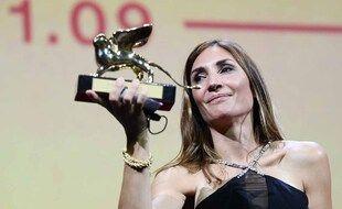La réalisatrice française Audrey Diwan remporte le Lion d'or à la Mostra.