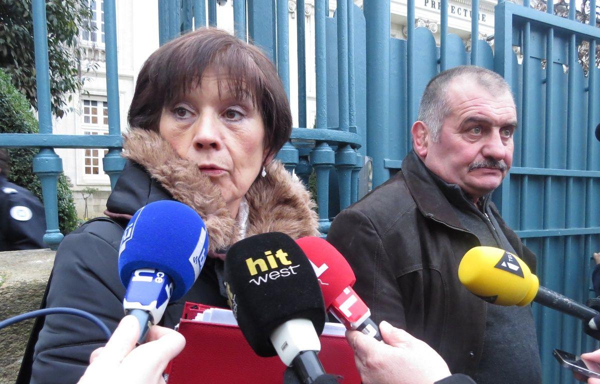 Guy et Béatrice Lamisse devant la préfecture – J. Urbach/20 Minutes