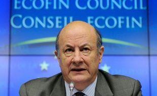 """Le ministre polonais des Finances appelle à mettre en place un pare-feu """"fonctionnant vraiment"""" et """"bien avant que la Grèce sorte de l'euro"""" pour éviter une contagion à d'autres pays, jugeant que seule la Banque centrale européenne pouvait le faire, lundi dans le Financial Times."""