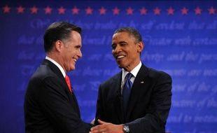 Le candidat républicain Mitt Romney, à l'aise et déterminé, est passé à l'offensive mercredi lors de son premier débat à Denver (Colorado) face au président sortant Barack Obama, donné favori dans les sondages à cinq semaines de l'élection présidentielle.