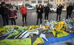 Des Nantais viennent rendre hommage au footballeur Emiliano Sala, mercredi 23 janvier 2019.