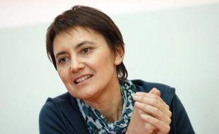 """La porte-parole de Lutte Ouvrière, Nathalie Arthaud, a appelé dimanche, lors du rassemblement annuel de son parti à Presles (Val d'Oise), les travailleurs """"écoeurés"""" par le gouvernement à ne pas se laisser séduire par le FN."""