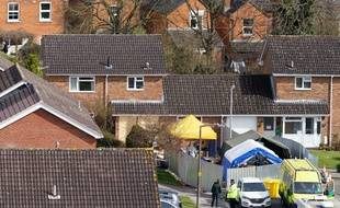 Des enquêteurs dans la maison de l'ex-espion russe Sergueï Skripal à Salisbury en Grande-Bretagne le 5 avril 2018.