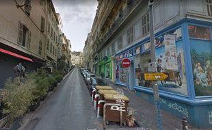 Les faits se sont déroulés à l'angle de la rue Moustier et de la rue d'Aubagne selon la Provence