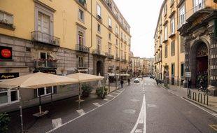 Dans les rues presque vides de Naples, le 8 mars.