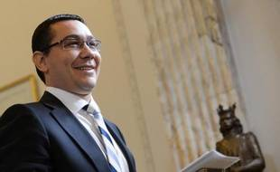 Le Premier ministre roumain Victor Ponta a déclaré mercredi que le gouvernement de centre gauche, au pouvoir depuis mai, respectera ses engagements auprès du Fonds monétaire international (FMI) et de l'Union européenne, malgré la crise politique qui secoue le pays.