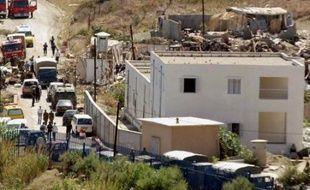 Un attentat suicide à la voiture piégée contre une caserne a fait 30 morts et 47 blessés samedi à Dellys, un petit port de Kabylie situé à 70 kilomètres à l'est d'Alger, selon un bilan du ministère de l'Intérieur. Il s'agit de l'un des attentats les plus meurtriers survenus en Algérie ces derniers mois.