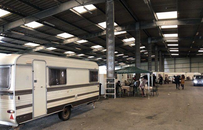 Une soixantaine de caravanes et environ 200 personnes ont été mises à l'abri dans cet entrepôt de la rive droite bordelaise.