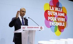Le Premier secrétaire du Parti socialiste Harlem Désire le 7 décembre 2013 à Paris.