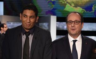 François Hollande pose à côté des quatre Français qui l'ont interrogé sur TF1 le 6 novembre 2014. A sa droite, Hassen Hammou.