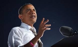 """Un magazine américain a affirmé jeudi que le président Barack Obama avait évoqué son adversaire Mitt Romney en termes peu amènes lors d'un entretien avec ses journalistes, et la Maison Blanche a appelé à ne pas se laisser """"distraire"""" par un seul mot."""