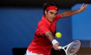 Federer, quadruple vainqueur en Australie (2004, 2006, 2007, 2010), sera opposé en demi-finale à l'Espagnol Rafael Nadal (N.2) ou au Tchèque Tomas Berdych (N.7), qui devaient s'affronter en soirée.