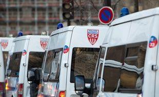 Illustration de véhicules de CRS.