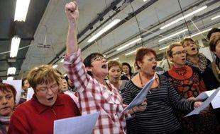 """Les ouvrières de l'usine Lejaby, en Haute-Loire, fermée à la suite de la reprise du fabricant de lingerie par un consortium associant son sous-traitant tunisien, ont exprimé leur """"indignation"""" lundi dans une lettre ouverte au président Nicolas Sarkozy, refusant les licenciements."""