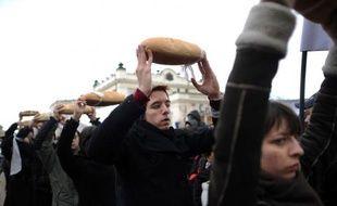 Des milliers de Bulgares ont manifesté samedi dans tout le pays contre les projets d'exploration de gisements de gaz de schiste, réclamant un moratoire sur le recours à la fracturation hydraulique.