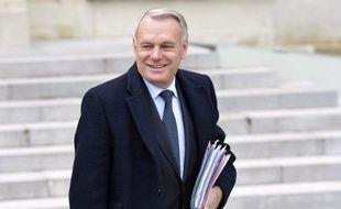 """Jean-Marc Ayrault a affirmé que la sécurité des Français était """"assurée"""" dans toutes les régions de France pour cette nuit de la Saint-Sylvestre, à l'issue d'une visite à la Préfecture de police de Paris lundi après-midi."""