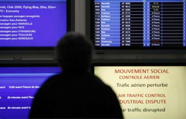 45ffb602a8c1 648x415 passager-devant-ecrans-informations-aeroport-orly-23-fevrier-2010.jpg