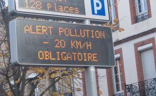Alerte pollution à Toulouse où la vitesse est abaissée de 20 km/h.