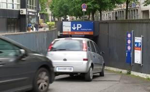 Entrée du parking du Nouveau-Siècle, au centreville de Lille
