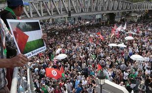 Les manifestants propalestiniens réunis malgré l'interdiction préfectorale le 19 juillet 2014 à Paris