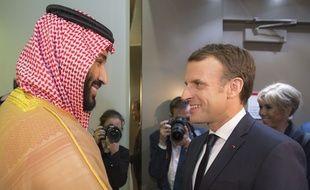 Emmanuel Macron s'est brièvement entretenu avec l  prince héritier Mohammed ben Salmane, à Riyad, le 9 novembre 2017.
