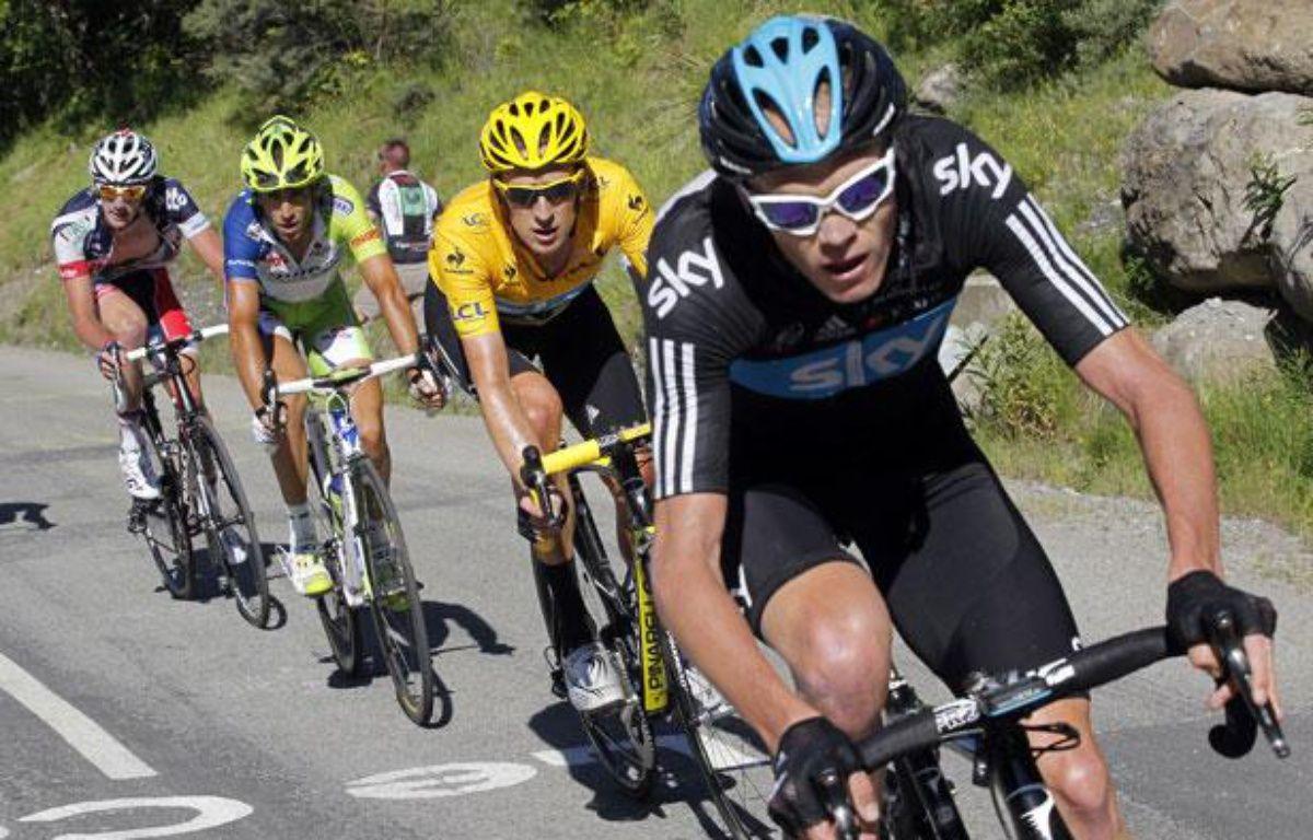 Le Britannique Chriostopher Froome (en tête) devant Bradley Wiggins, lors de la 11e étape du tour de France sur la route de La Toussuire, le 12 juillet 2012. – S.Mahe/REUTERS