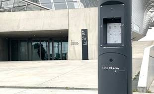 Le groupe LBA a mis au point près de Lyon le premier distributeur urbain de gel hydroalcoolique, expérimenté depuis lundi à Lyon et Villeurbanne.