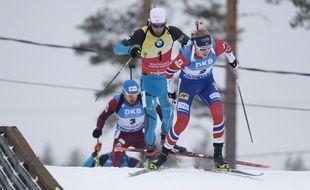 Martin Fourcade et Johannes Boe se disputent le Gros globe de la Coupe du monde de biathlon (ici lors de la mass-start de Kontiolahti, le 11 mars 2018).