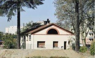 A la Cartoucherie, la destruction des anciens bâtiments du GIAT est lancée.