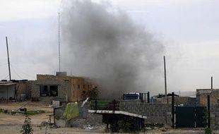 Les combats font rage entre les insurgés libyens et les forces fidèles à Kadhafi dans la ville de Brega, le 13 mars 2011.