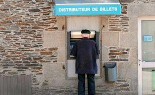Les distributeurs de billets vont désormais devenir vecteurs de publicité en France, une fonctionnalité développée par la société Protéron en partenariat avec le fabricant américain de distributeurs Diebold et qui équipe déjà le réseau BCP, filiale du groupe BPCE.
