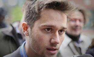 Léo Bureau-Blouin, un frêle blondinet de 20 ans, devenu vedette des médias au Québec grâce au conflit étudiant, s'est lancé mercredi dans la politique, exacerbant la bataille entre les souverainistes qu'il rejoint et les libéraux au pouvoir, en attendant l'annonce d'élections anticipées.