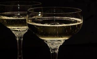 Illustration de coupes de champagne.