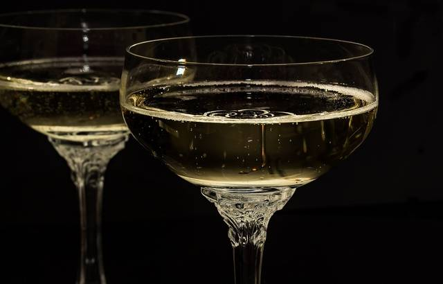 Un patient offre 60 bouteilles de champagne à un hôpital 640x410_illustration-coupes-champagne