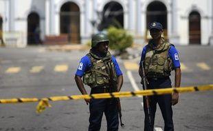 La police était toujours déployée près de l'église St. Anthony's à Colombo, au Sri Lanka, le 24 avril 2019.