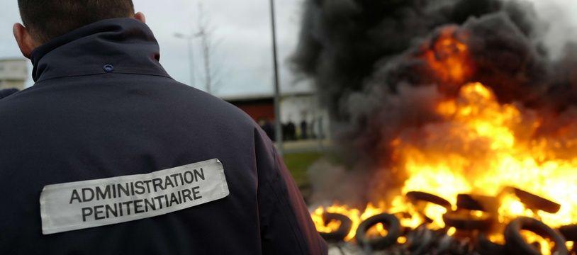 Mouvement de blocage devant la prison de Vendin-le-Vieil, le 15 janvier 2018.