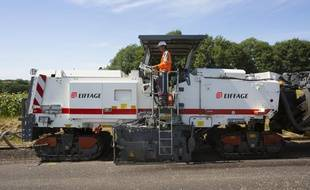 Le procédé développé par Eiffage permet de mélanger du bitume à un liant végétal pour fabriquer une route neuve.