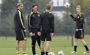 Jürgen Klopp et Neven Subotic (à gauche), ici lors d'un entraînement avec le Borussia Dortmund en septembre 2012.