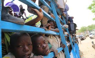 Des enfants évacués des îles nigériennes du lac Tchad sur une photo prise par le Programme alimentaire mondial, le 5 mai 2015.