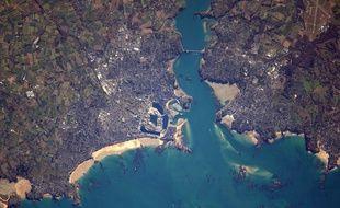 Saint-Malo et Dinard photographiés par l'astronaute français Thomas Pesquet en avril 2017.