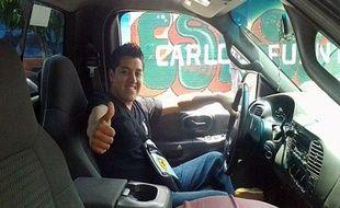 d'Oscar Aguilar, un jeune vétérinaire mexicain de 21 ans, aimait faire des selfies dans de belles voitures, entouré de femmes ou encore avec une arme sur la tempe. Cela lui a été fatal.