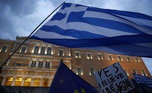 Environ 20.000 personnes ont manifesté à Athènes, en Grèce, mardi, en faveur du «oui» au référendum sur le plan proposée par l'Europe.