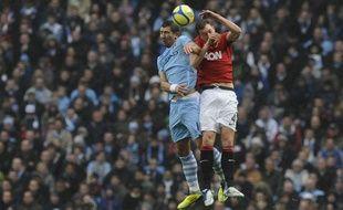 Les deux équipes de Manchester au duel aérien, le 8 janvier 2012
