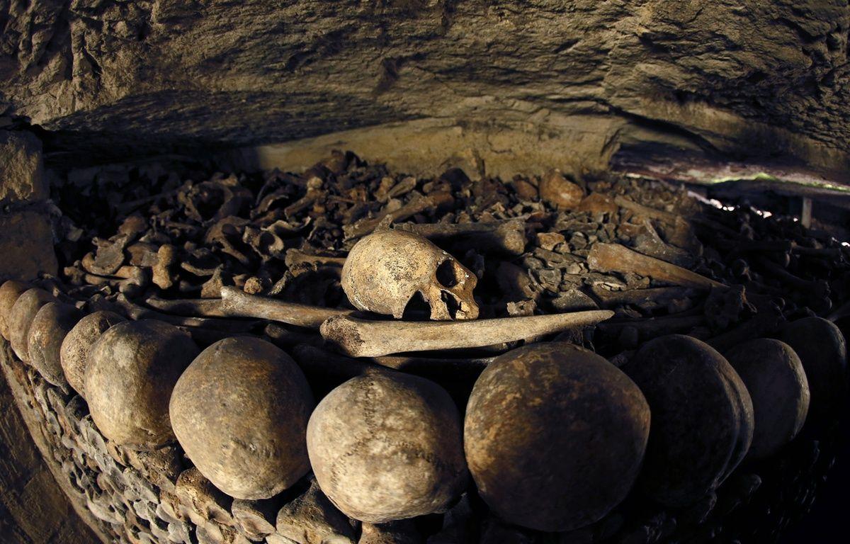 Des ossements dans les catacombes de Paris – AFP