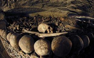 Des ossements dans les catacombes de Paris