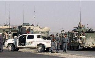 Plusieurs dizaines d'insurgés présumés et onze policiers afghans ont été tués vendredi dans des combats dans l'est, le sud et l'ouest de l'Afghanistan, ont affirmé samedi la coalition et les autorités afghanes qui enquêtent sur des allégations de nouvelles victimes civiles.