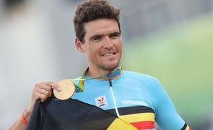Le coureur cycliste belge Greg Van Avermaert, célébrant sa médaille d'or aux JO de Rio en 2016.