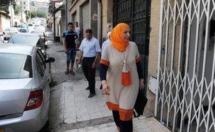"""L'avocate algérienne du père de Mohamed Merah a déclaré jeudi qu'elle ne remettrait pas """"pour le moment"""" à la justice française les deux vidéos qui auraient été tournées par le tueur, après le tollé provoqué par la diffusion d'enregistrements sonores par la chaîne TF1."""