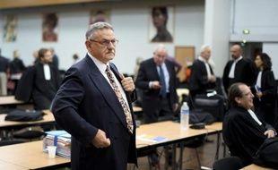 L'ancien maire de la La Faute-sur-Mer, René Marratier, à son arrivée à l'audience le 17 octobre 2014 aux Sable-d'Olonne